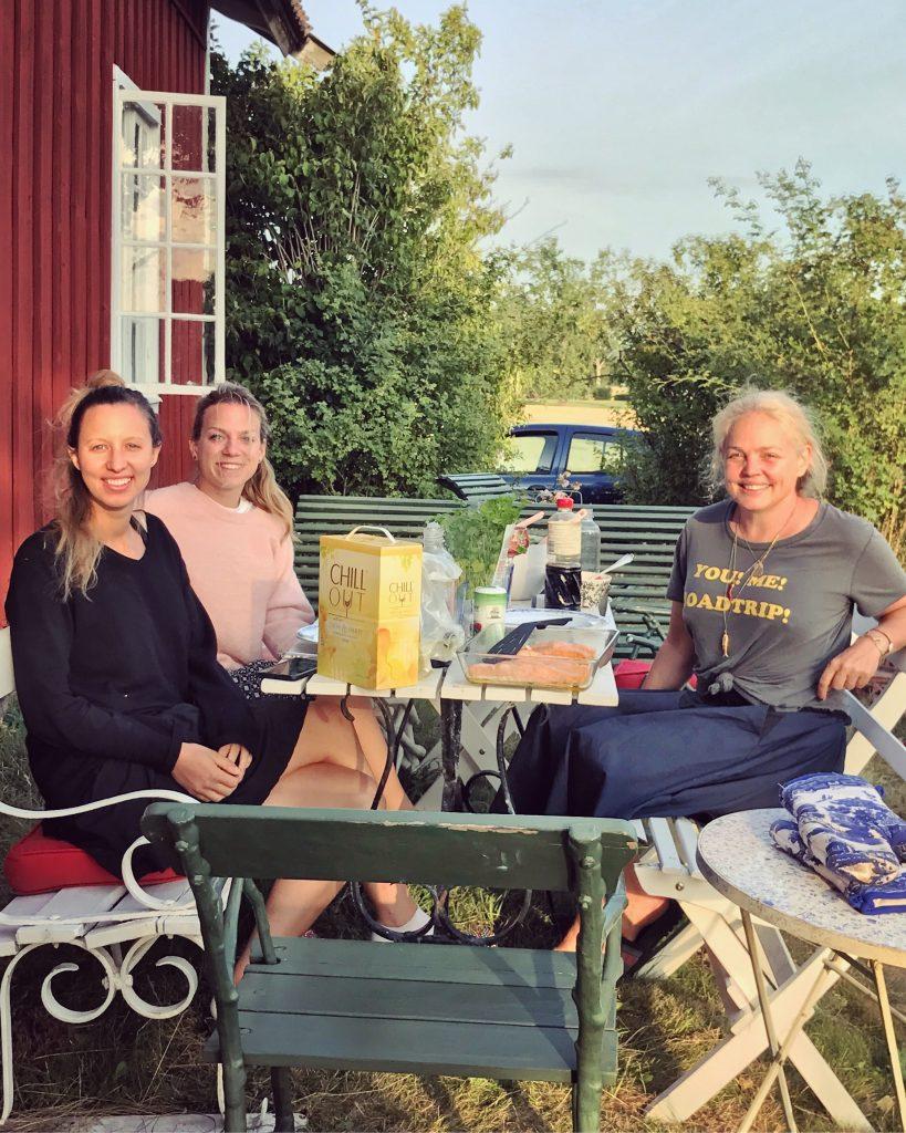 Här är bild från Bag-alls minikonferens här på landet hos mig i  tisdag-onsdag förra veckan med BÄSTA Julia och Annelie som jobbar för  Bag-all. 6e2e6779f6fed