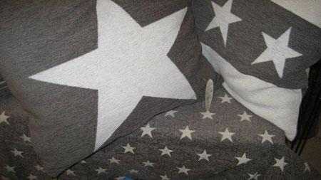 kuddar med stjärnor