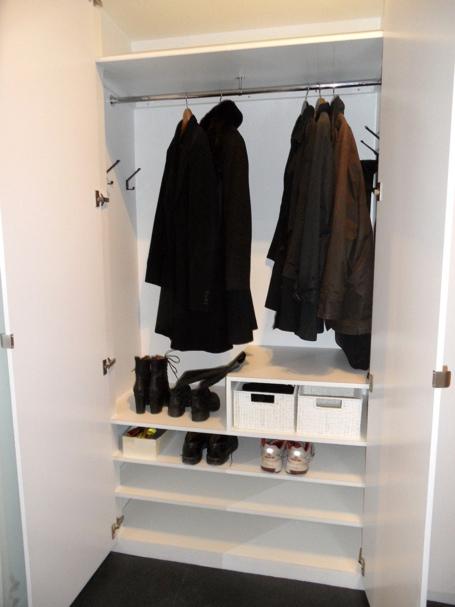 Pernillas Värld Platsbyggda garderober i hallen