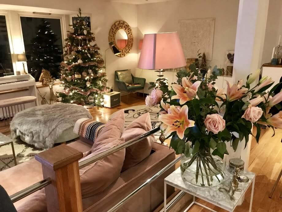 Vackra blommor, familjemiddag & Vad VAR det egentligen i det stooora rosa paketet?!